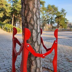 elämyspuiston puunrunkosuoja